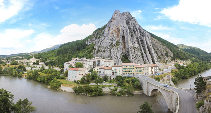 route-napoleon-sisteron-france-